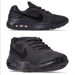 Nike Men's Air Max Oketo size 10